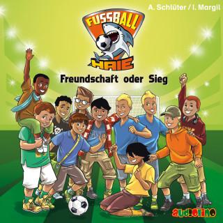 Andreas Schlüter, Irene Margil: Fußball-Haie (10)